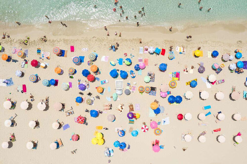 Umbrellas / Drohnenaufnahmen auf Formentera (Köster Fotografie)