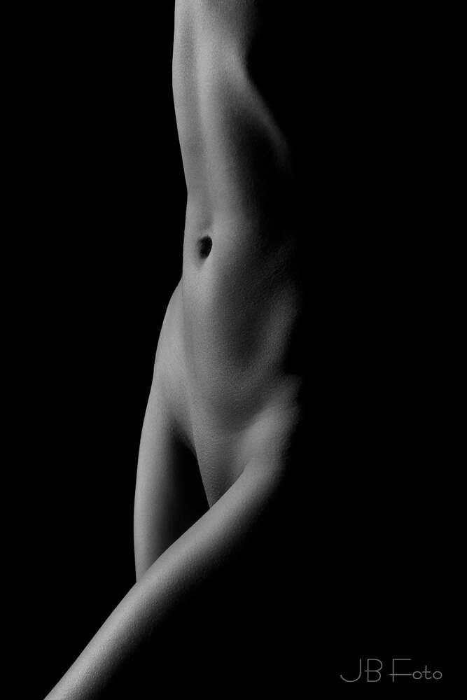 Akt Skulptur / Klassischer Akt Bodyfoto Low Key (JBFoto)