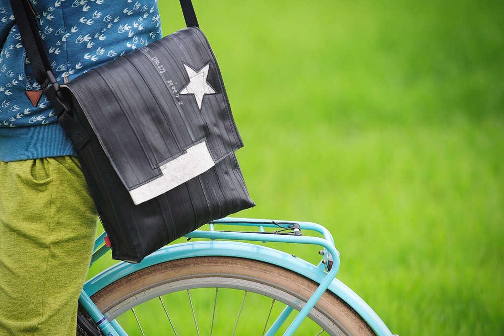 Schlauchtasche aus Fahrradschäuchen / Recycling (Annett Melzer)