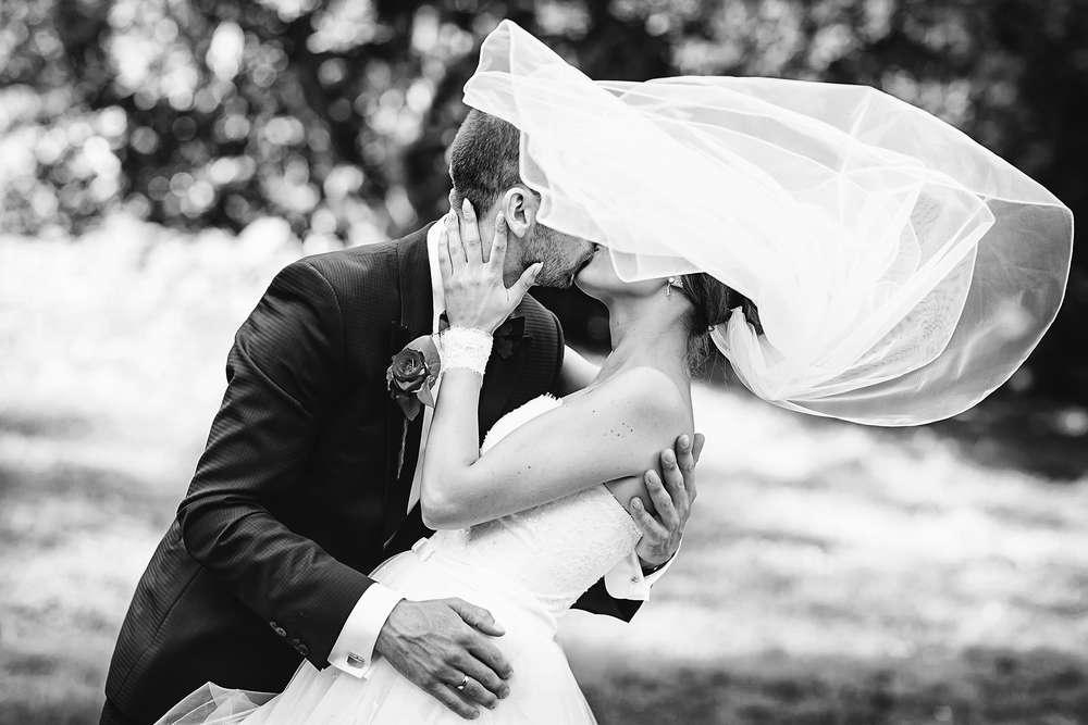 Hochzeit Brautpaar Kuss | © Frank Ullmer | Frank Ullmer Hochzeitsfotografie