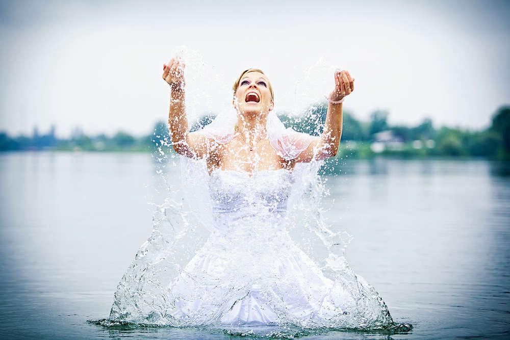 Hochzeit Braut im  See (Frank Ullmer Hochzeitsfotografie)