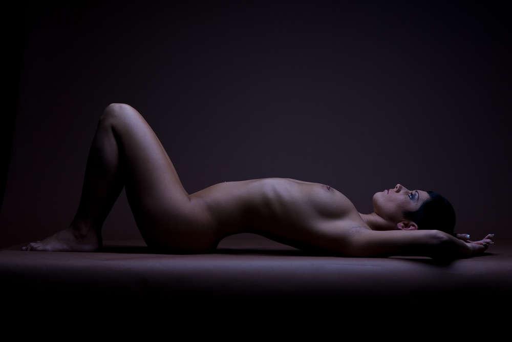 Aktportrait / Aktportrait einer Frau im Studio