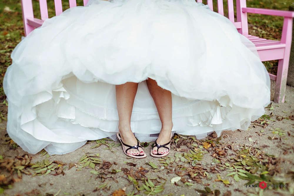Hochzeitsfotograf-Braunschweig / Flip-Flops-als-Brautschuhe (ZANAPHOTOS)