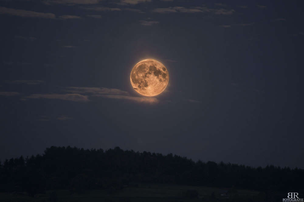 Supermond 2014 / Fotostacking aus 3 Bildern, Mondgröße nicht verändert (Björn Reuter Fotografie)