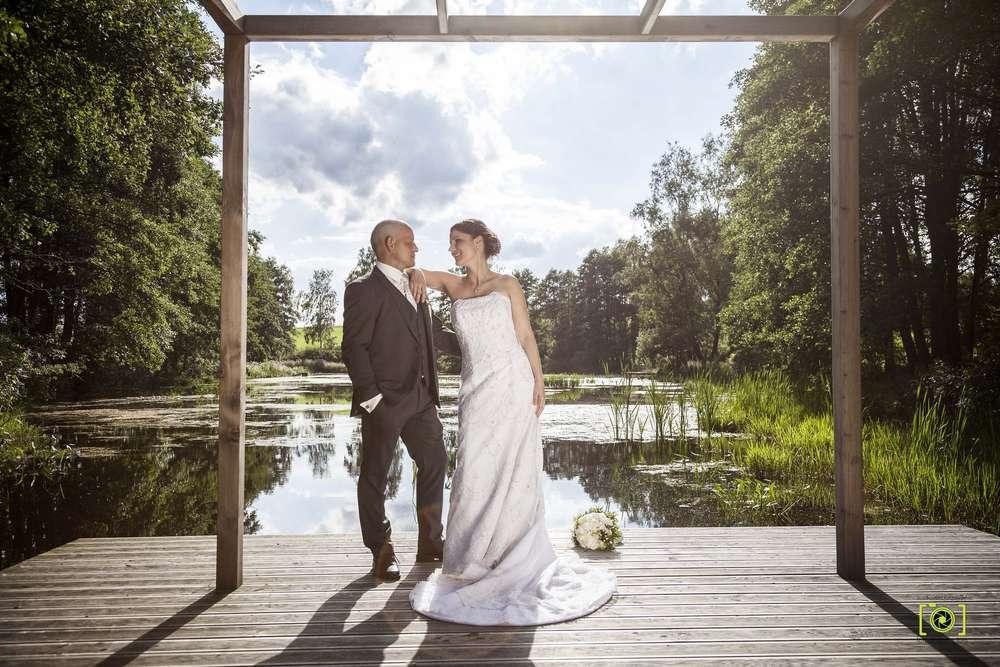 Brautpaar am See (Fotodesign-Tom Hochzeitsfotograf)