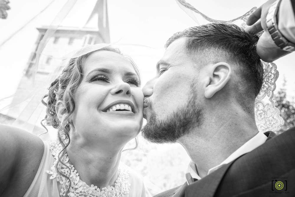 Kuss / unterm Schleier (Fotodesign-Tom Hochzeitsfotograf)
