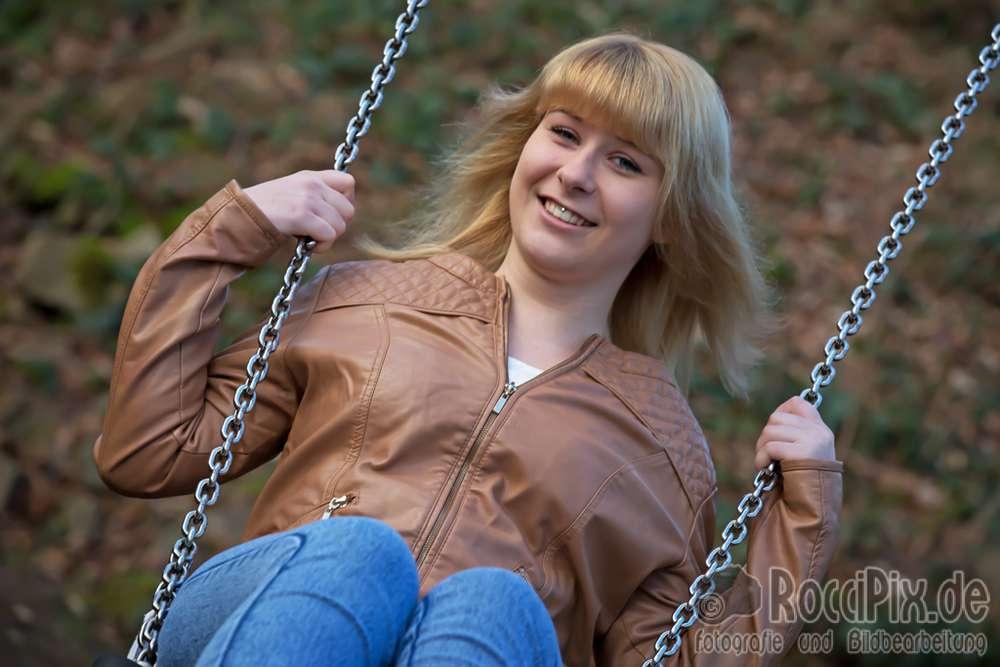 Jenny auf der Schaukel / Mehr Portraitbilder unter roccipix.de (RocciPix)