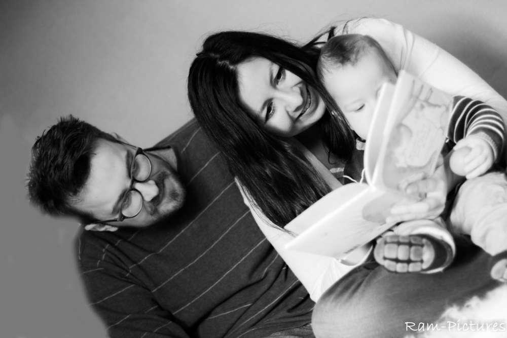 Familytime / Lesestunde in der Familie (Ram-Pictures)