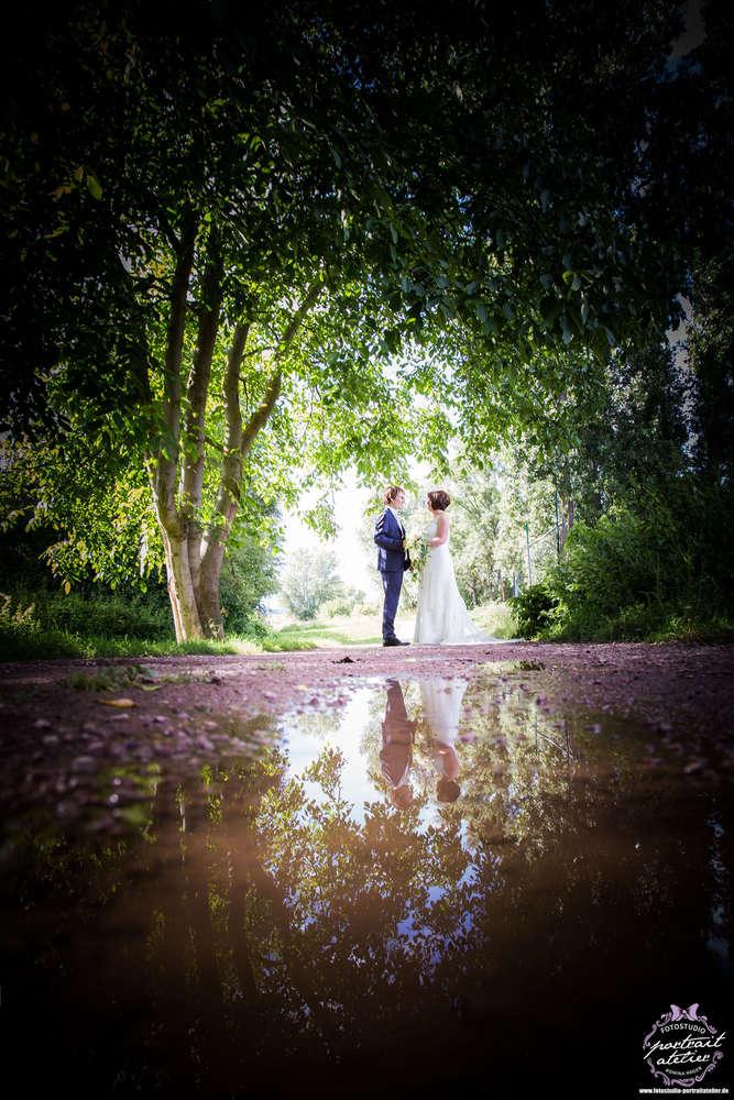 Brautpaar mit Spiegelung (Fotostudio Portrait Atelier)