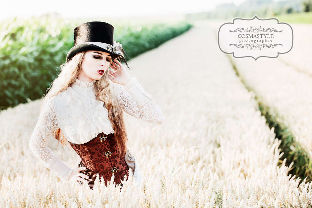 Steampunk Queen / Steampunk Queen, model for one day, aussergewöhnliches Shooting, styled shoot, Model, Sedcard, Laub, Herbst,  (Cosmastyle Photographie)