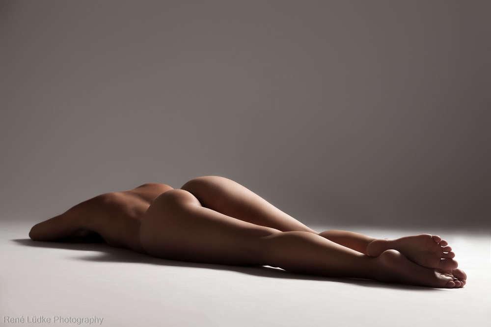 Nude /