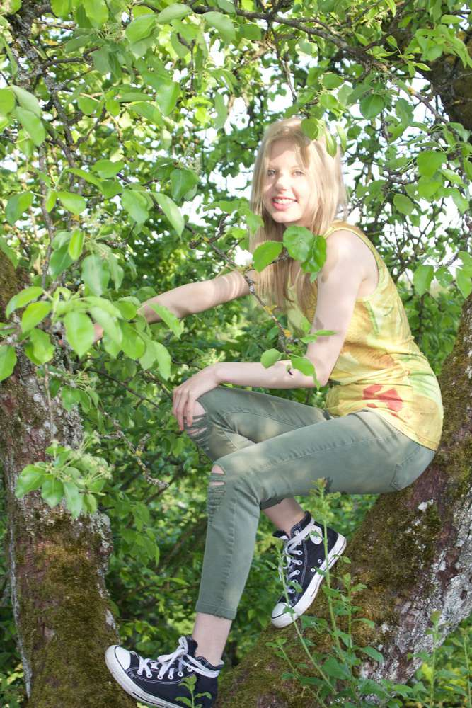 Girl in he tree / Model: Felicitas Ammermann