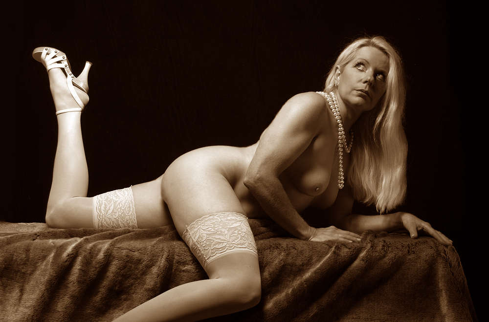 Babe in sepia /