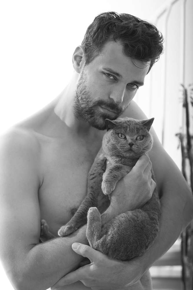 Mann mit Katze /