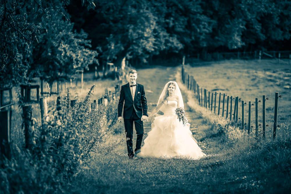 Der erste Hochzeitsspaziergang / Auf Abwegen