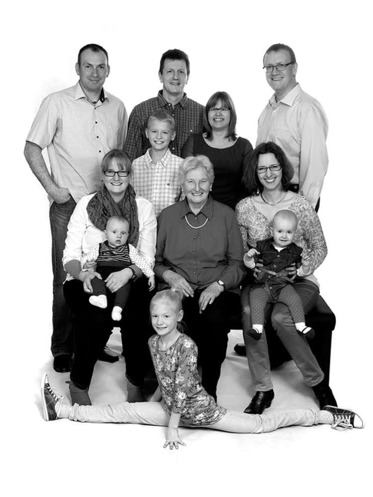 Oma mit all Ihren Lieben /