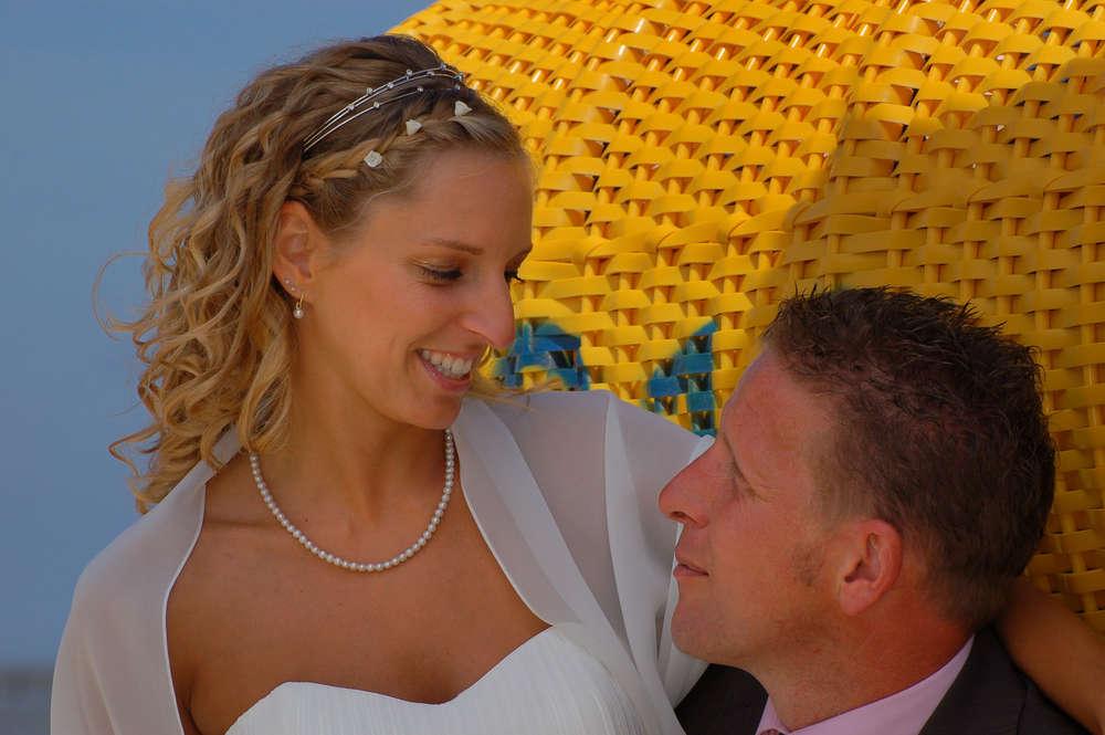 Brautpaar am Strand / Sehr beliebt sind Hochzeitsfotos am Strand (Ihr Fotograf in Cuxhaven)