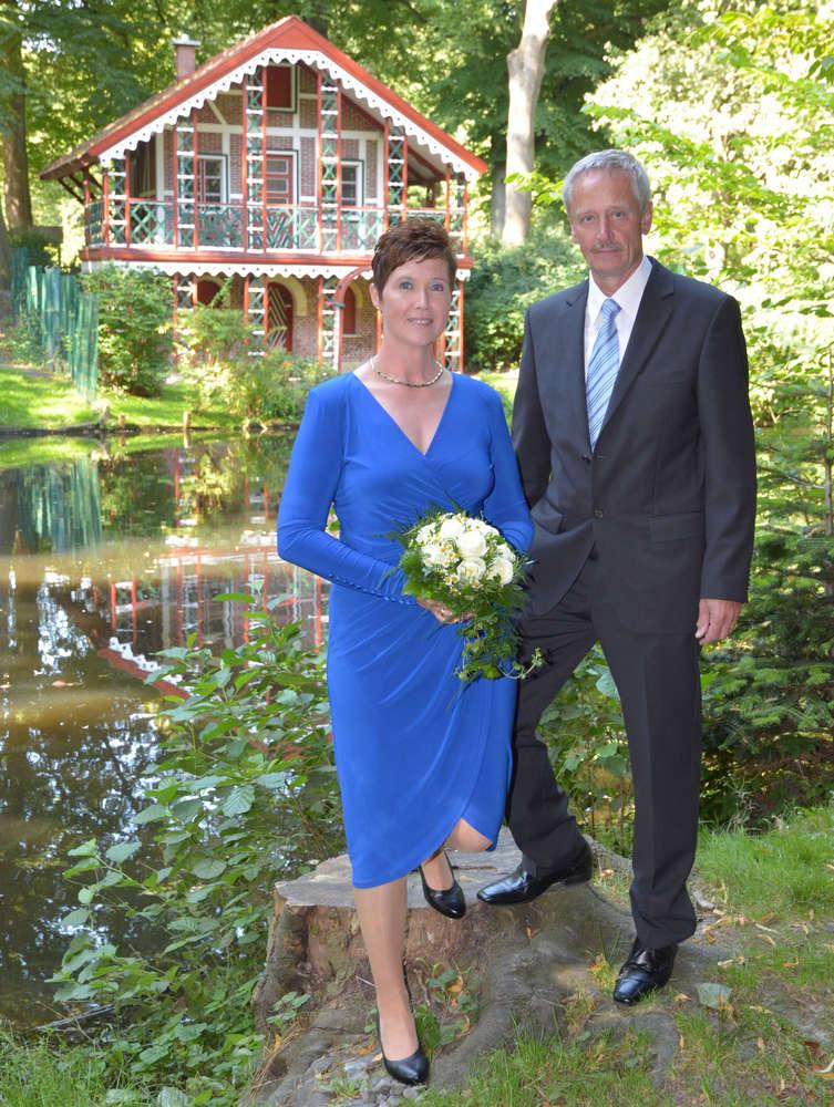 Nach der Trauung / Vor dem Schweizerhaus im Schlosspark (Ihr Fotograf in Cuxhaven)