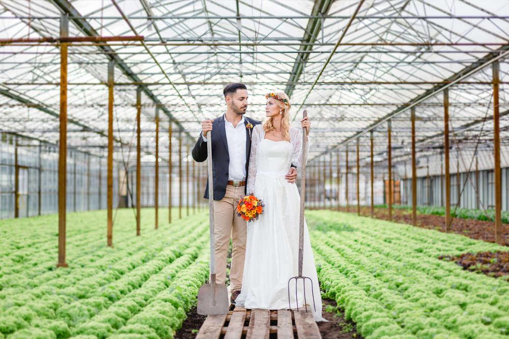 Brautpaar im Gewächshaus in Hamburg /