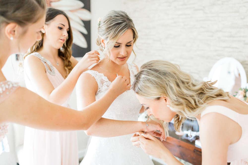 Getting Ready (Ruhrpics Hochzeitsfotografie by M. Tiemann)