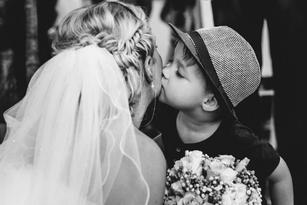 Kiss (Ruhrpics Hochzeitsfotografie by M. Tiemann)
