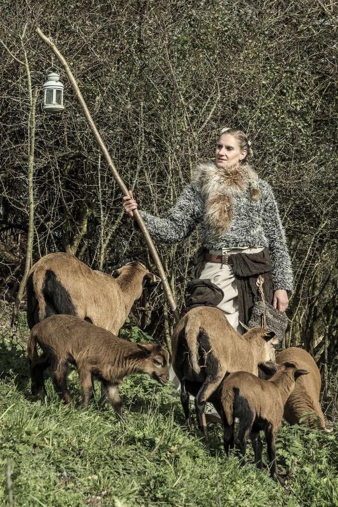 Die Schäferin / Fantasy-Portrait Shooting mit Tieren (DESIGN BÜRO)
