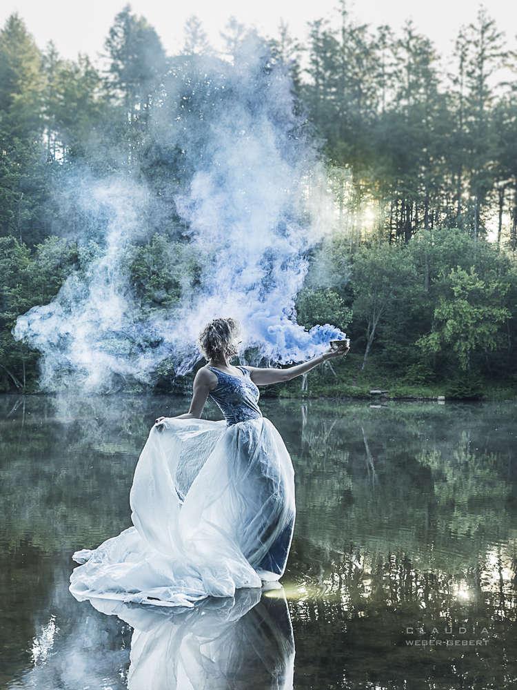 Nebelfee / schweben auf dem Wasser