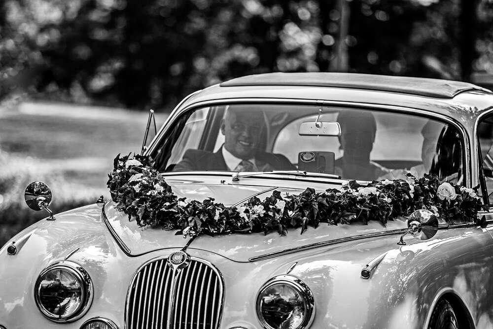 Brautpaar im Oldtimer (Christian Schmidt Fotografie)