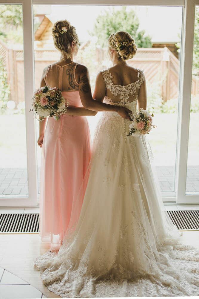 Die Braut und ihre Beste (Julia Kippes I Fotografie & Events)