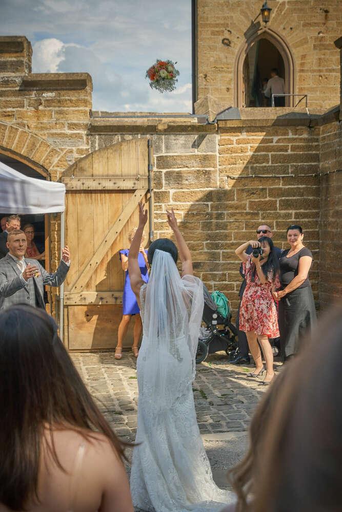 Wer ist die / der Nächste / Fang den Brautstrauß (Roman Stöppler Fotografie)