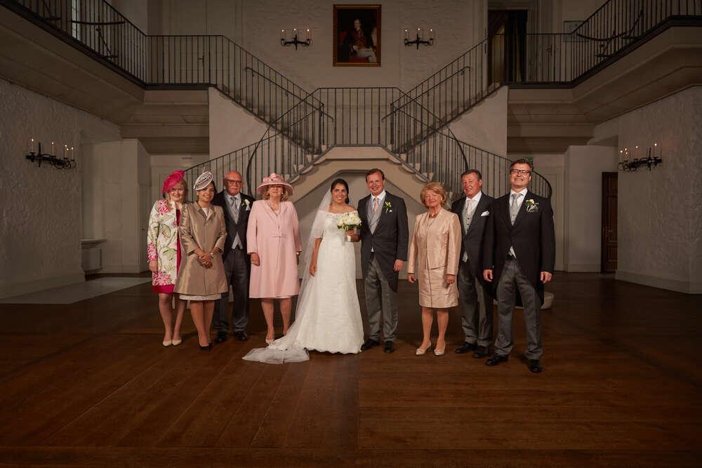 Klassisches Familenfoto / Während des Empfangs ist nie viel Zeit (Roman Stöppler Fotografie)