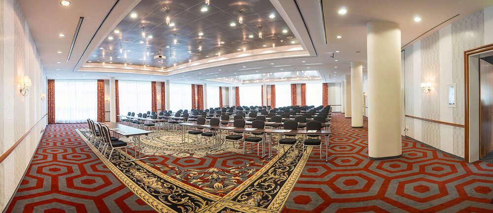 Konferenzsaal / Geht auch als Tanzsaal durch (Roman Stöppler Fotografie)