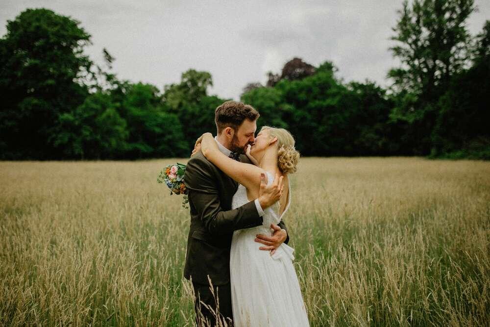 Hochzeit von Sarah & David / #Hochzeit #Brautpaar #Hochzeitsfotograf #FreieTrauung #Trauung #Fotograf #NRW (Apollo-fotografie.de)