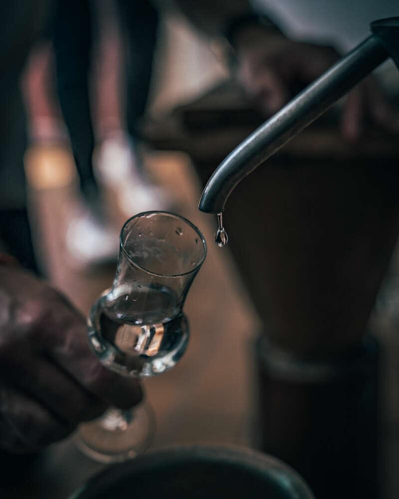Ein edler Tropfen Gin   Produktfotografie (datcaptain)