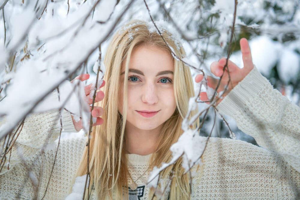 Porträtfotoshooting am Winter im Schnee /