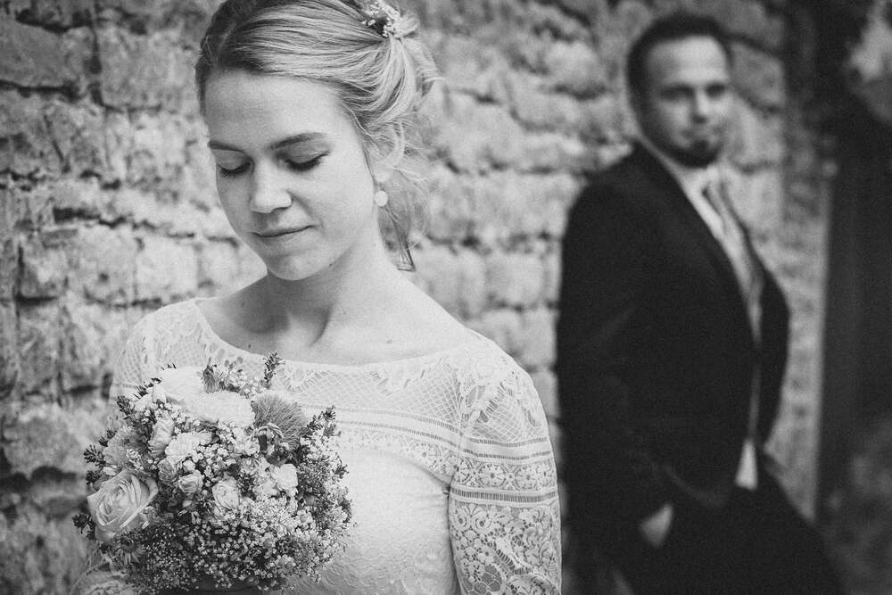 Momente der Vorfreude am Hochzeitstag (Christian Freier)