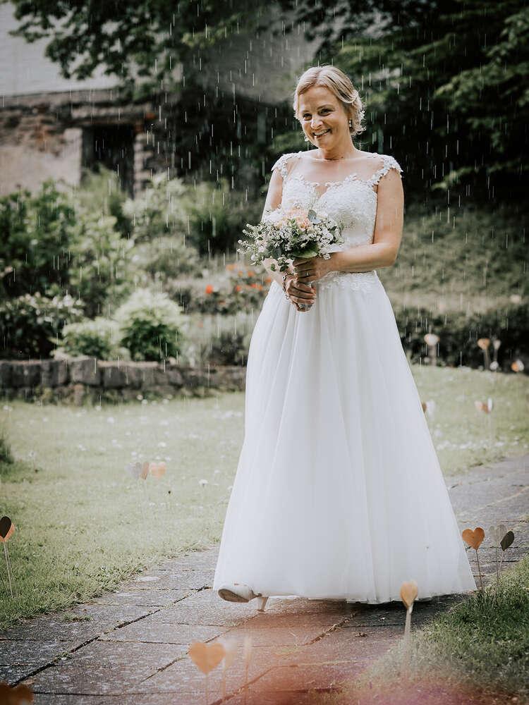 Braut im Regen (Chadysign)